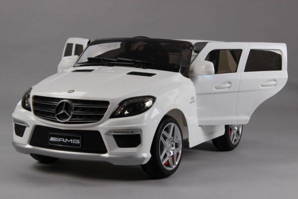 4X4 électrique pour enfant Mercedes ML63 AMG blanc métalisée vu de biais