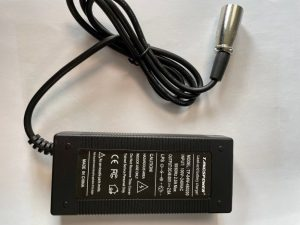 chargeur electrique 48V 2A prise XLR 19mm