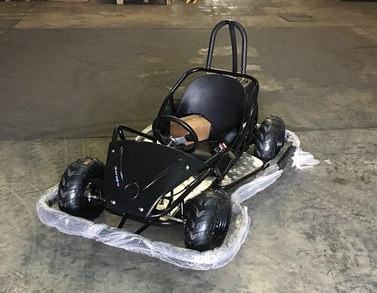 GoKart électrique noir équipé de son parechocs optionnel