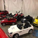 Voiture élctique enfant sur la piste d'essai du Paris Motor Show