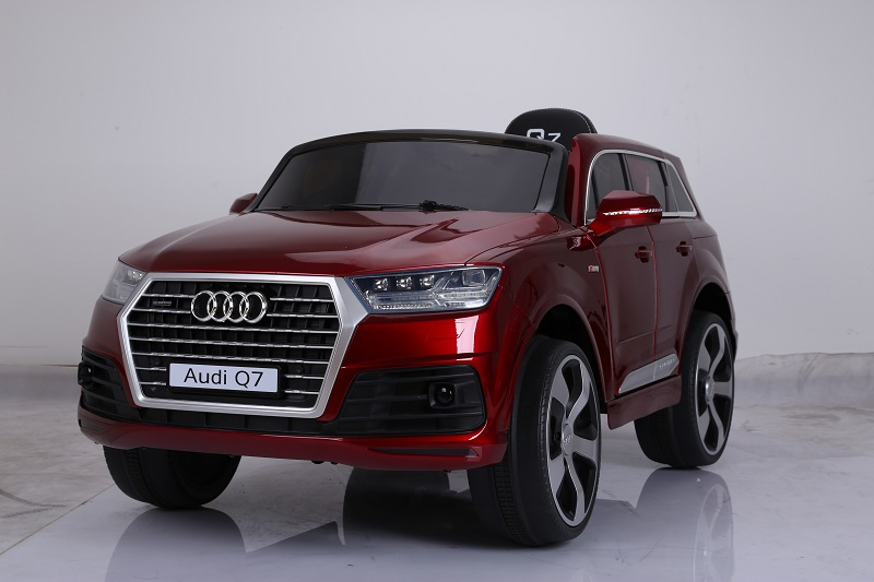voiture enfant audi q7 le vaisseau amiral de la marque. Black Bedroom Furniture Sets. Home Design Ideas