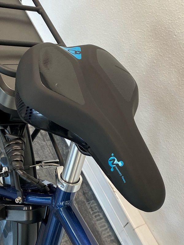 selle ultra confortable de notre vélo electrique pas cher homme Riviera 28 pouces